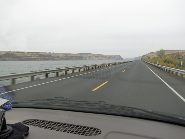 Lake Wallula along Columbia River Highway
