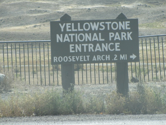 Yellowstone entrance sign from Gardiner (end part 17)