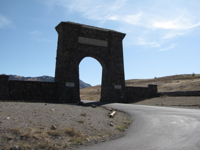 Roosevelt Arch into Yellowstone